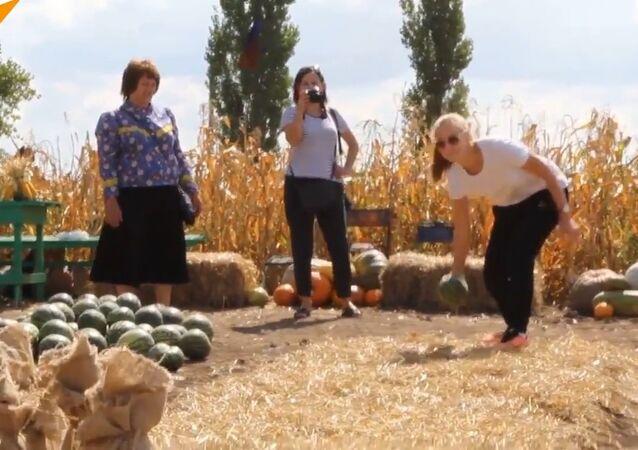 Entretanto na Rússia: bowling de melancia