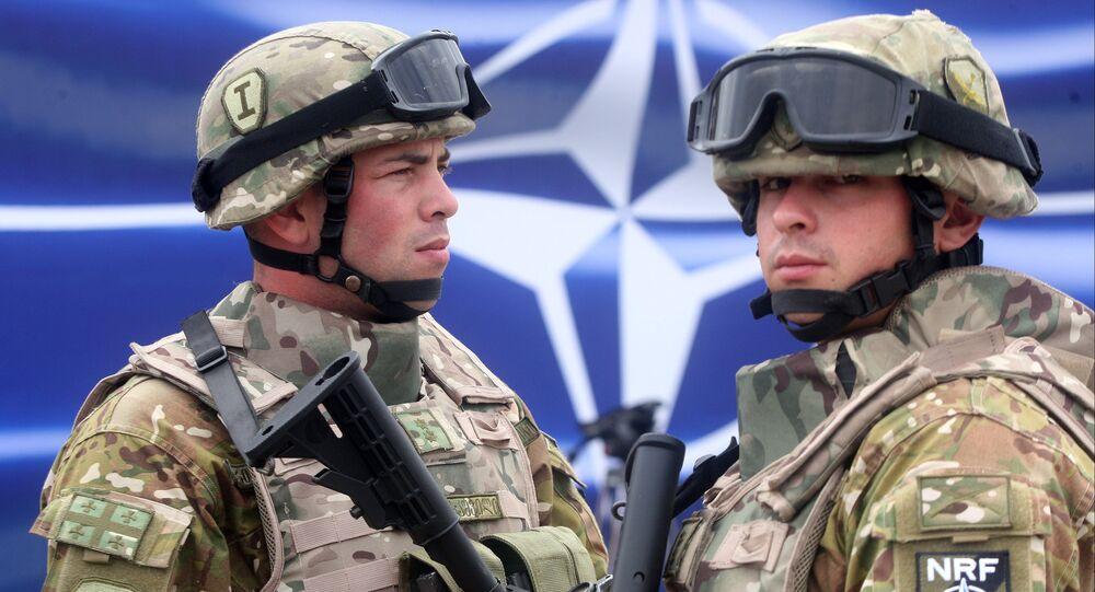 Soldados georgianos na abertura do centro de treinamento militar OTAN-Geórgia