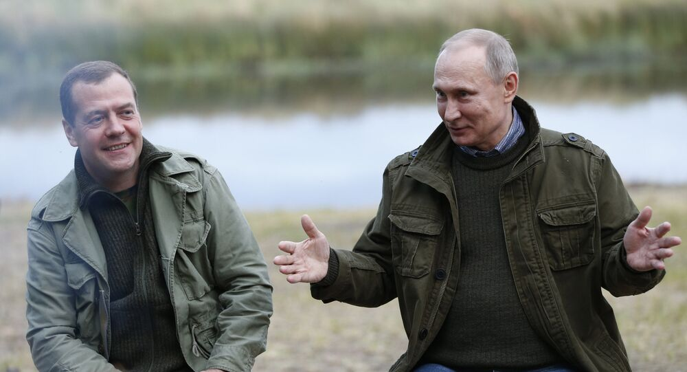 Presidente russo Vladimir Putin com o primeiro-ministro Dmitry Medvedev