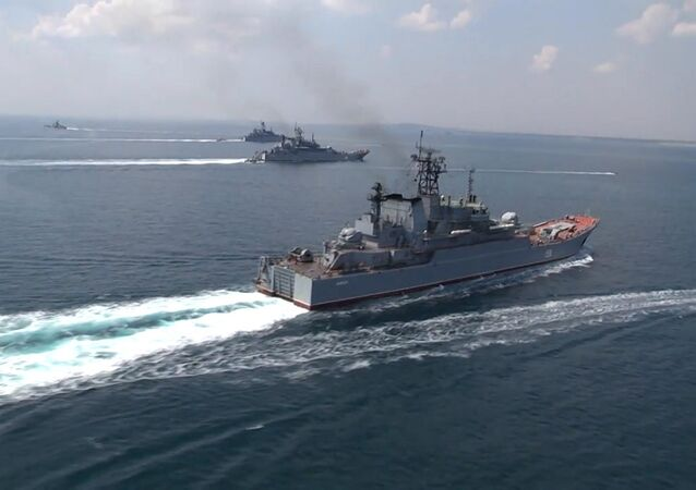 Embarcações da Marinha russa durante exercícios Kavkaz 2016