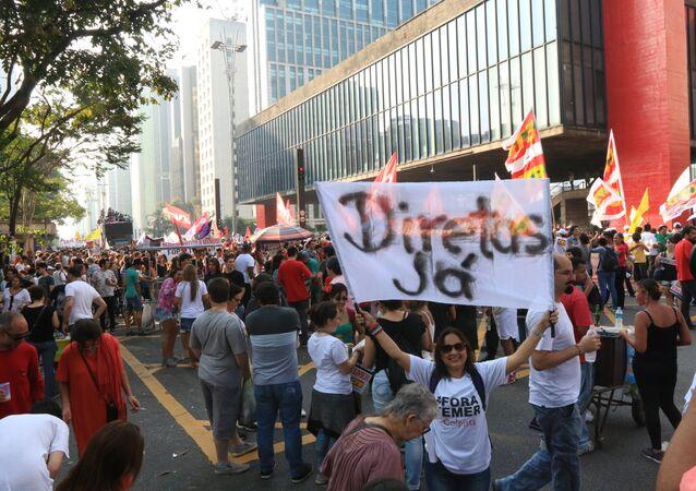 Manifestantes realizam ato em São Paulo contra o governo Temer