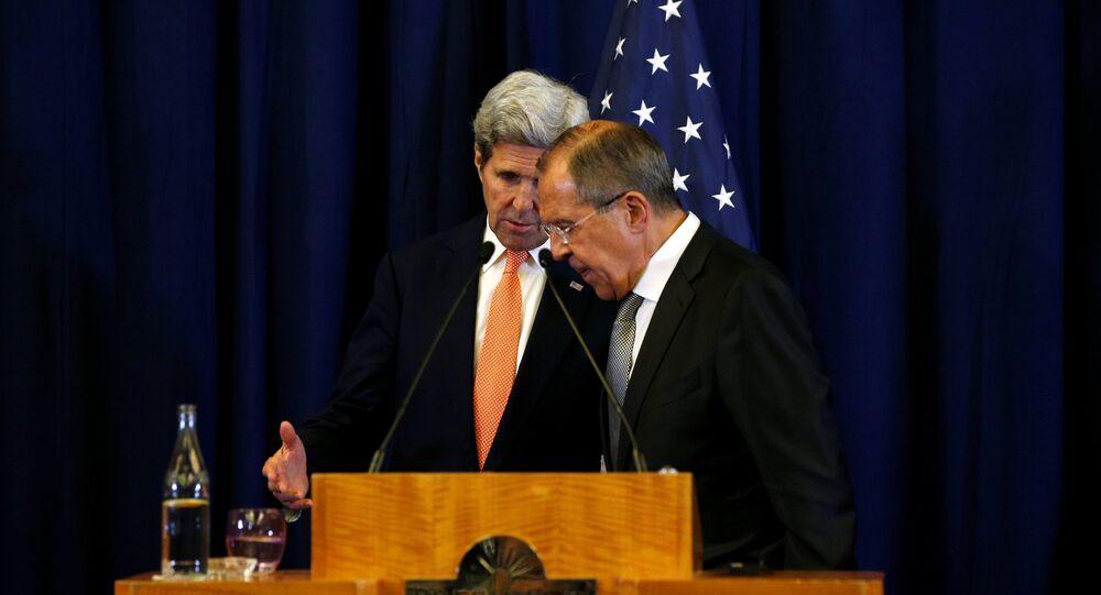 Secretário de Estado John Kerry e o ministro das Relações Exteriores russo, Sergei Lavrov