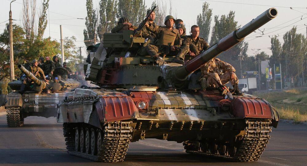 Soldados do exército da Ucrânia em tanques