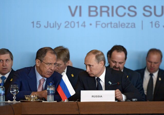 Presidente Vladimir Putin e chanceler Sergei Lavrov, da Rússia, na sexta cúpula do BRICS, em Fortaleza