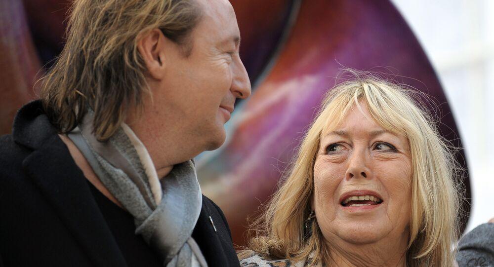Cynthia com seu filho Julian Lennon em Liverpool, em 2010