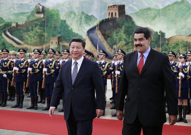 Presidente chinês Xi Jimping e o presidente venezuelano Nicolás Maduro antes de encontro bilateral em Pequim, China, 7 de janeiro de 2016