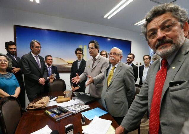 Juristas protocolam pedido impeachment Gilmar Mendes