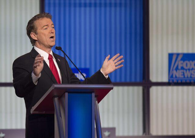 Senador do Partido Republicano Rand Paul fala durante debates presidenciais no estado de Iowa, EUA, janeiro de 2016 (foto de arquivo)