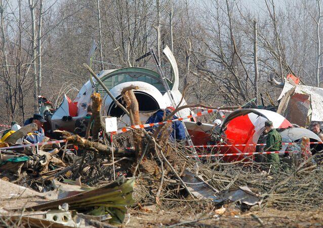 Fragmentos do avião presidencial polonês perto da cidade russa de Smolensk em 2010