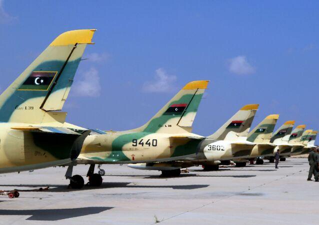 Caças Aero L-39 Albatros da Força Aérea da Líbia na cidade costeira de Misrata, Líbia, 4 de setembro de 2016 (foto de arquivo)