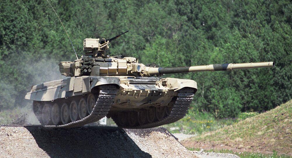 Tanque ruso T-90 armado