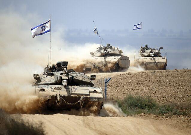 Tanques israelenses perto da fronteira entre Israel e a Faixa de Gaza