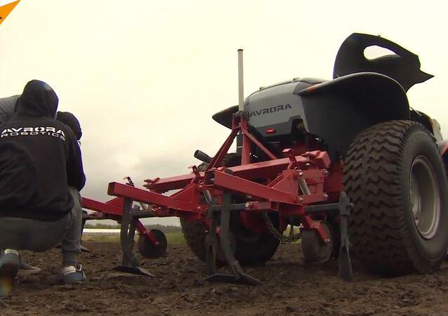 Trator agrícola não tripulado russo