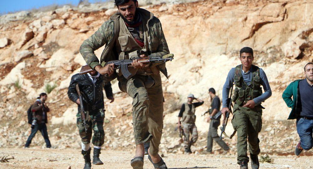 Rebeledes lutam contra militares sírios ára tomar controle de Handarat, arquivo