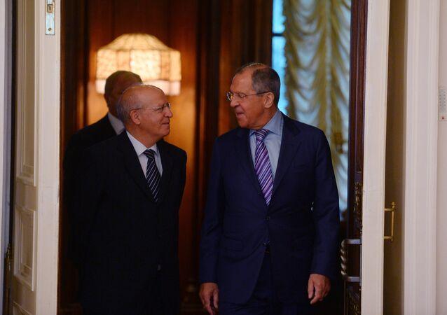 Chanceleres de Portugal e da Rússia, Augusto Santos Silva e Sergei Lavrov, durante o encontro em Moscou, Rússia, julho de 2016 (foto de arquivo)