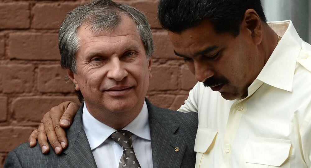 Nicolás Maduro, presidente da Venezuela, e Igor Sechin, presidente da empresa estatal russa Rosneft