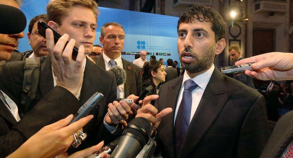 Suhail bin Mohammed al-Mazrouei, ministro da Energia dos Emirados Árabes Unidos, conversa com jornalistas