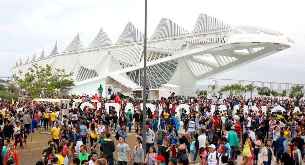 Turistas durante os Jogos Rio 2016 passeando em um dos principais points durante o evento na cidade, o Boulevard Olímpico