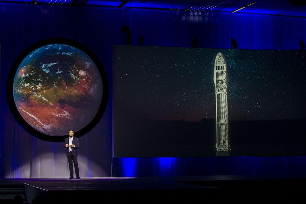 Fundador e diretor-geral das empresas Tesla e SpaceX, Elon Musk, fala sobre o sistema interplanetário de transporte, que deve permitir à humanidade a colonização do planeta vermelho