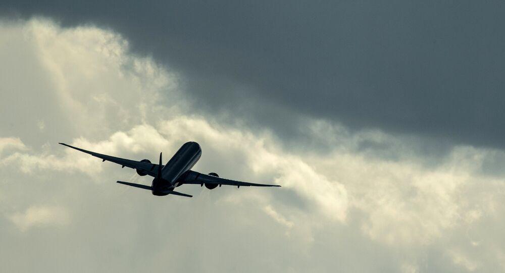 Um Airbus A320 da companhia russa Aeroflot decolando do aeroporto internacional de Sheremetievo, na Rússia