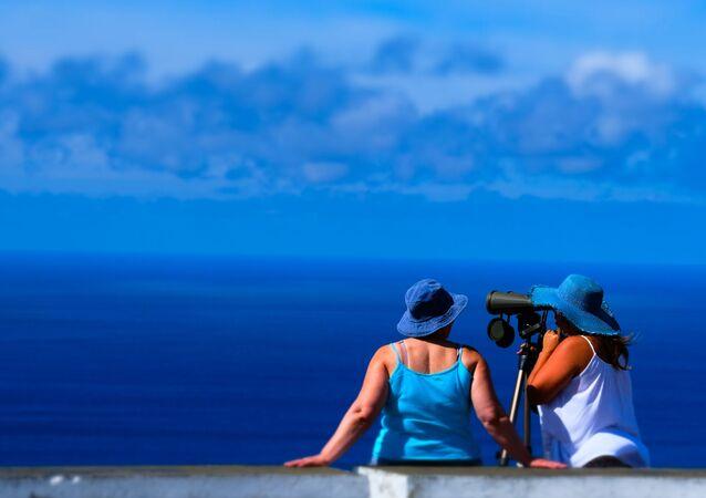 Turistas na ilha de São Miguel, no arquipélago dos Açores no Oceano Atlântico, Portugal.