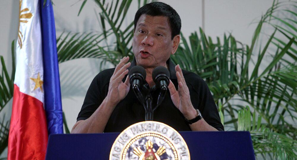 Presidente filipino Rodrigo Duterte discursando numa conferência de imprensa, 3 de setembro, 2016