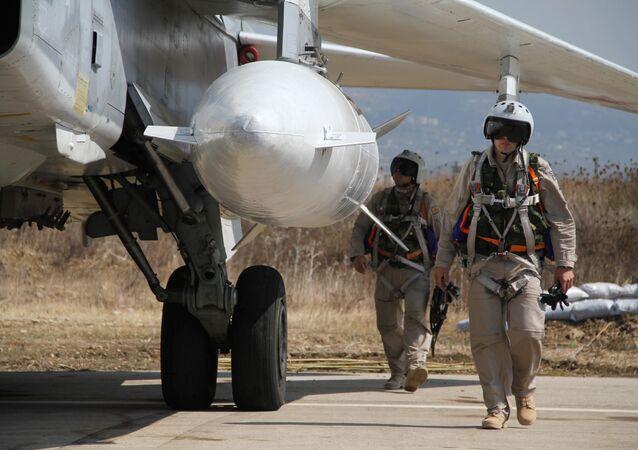 Militares russos na base área de Khmeimim, na Síria