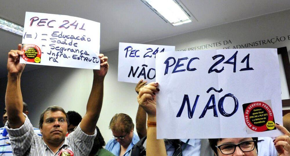 Manifestantes contra a PEC 241 na Comissão Especial Novo Regime Fiscal da Câmara dos Deputados