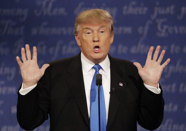 Candidado à presidência dos EUA do Partido Republicano Donald Trump, durante debates presidenciais com Hillary Clinton, 26 de setembro de 2016