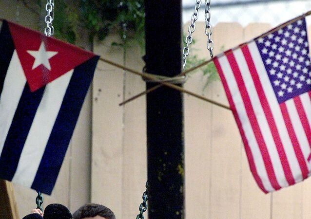 Bandeiras dos EUA e da Cuba