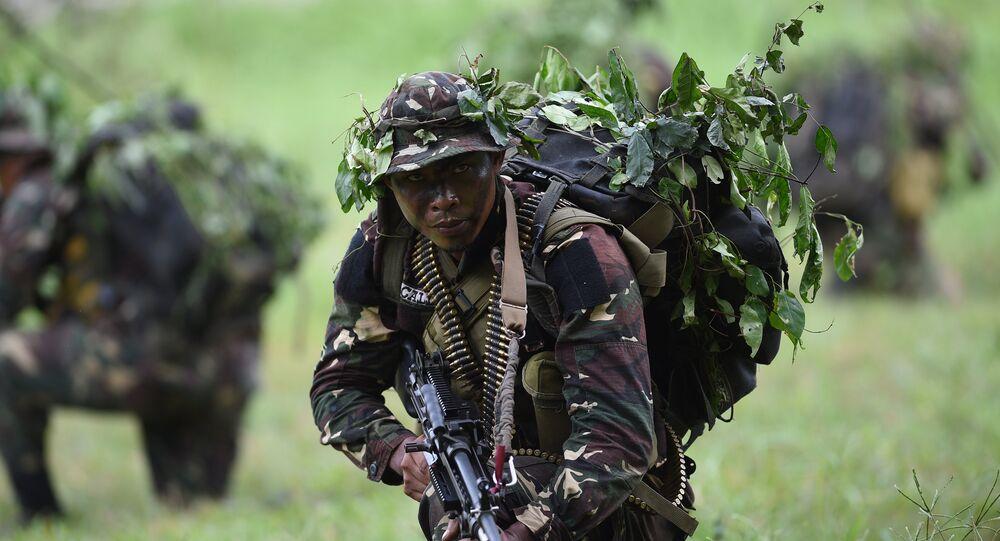 Militar filipino durante treinamentos em Manila, 15 de setembro de 2016
