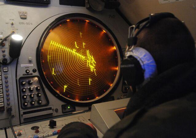 Painel de processamento de dados no posto de comando russo
