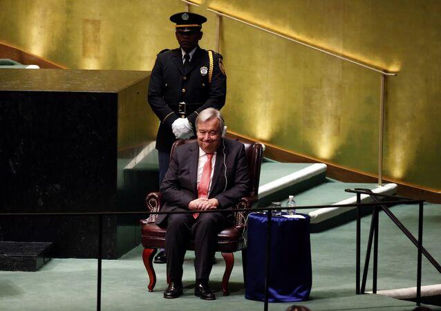 Candidato ao secretário-geral da ONU, António Guterres, ouve discursos dos faladores na reunião da Assembleia Geral da ONU, Nova York, EUA, 13 de outubro de 2016