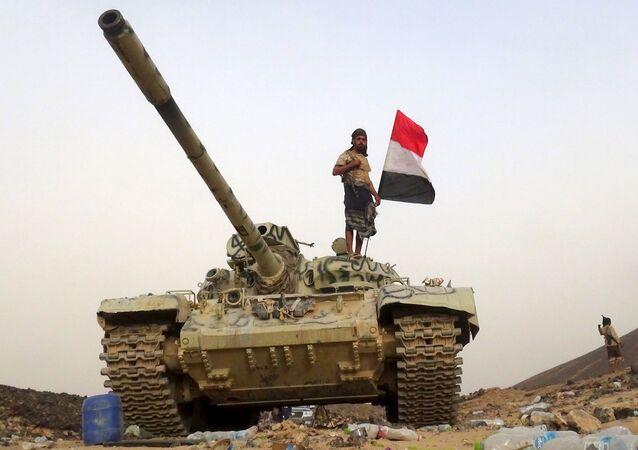 Soldado leal ao governo iemenita na província de Marib (arquivo)