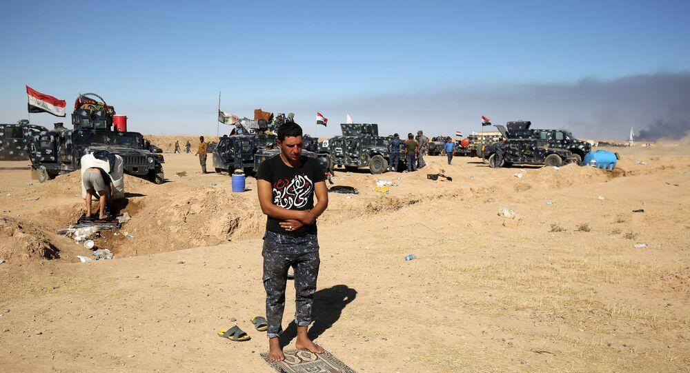 Policial iraquiano na base militar de Qayyarah a 60 quilómetros de Mossul, Iraque, 16 de outubro de 2016