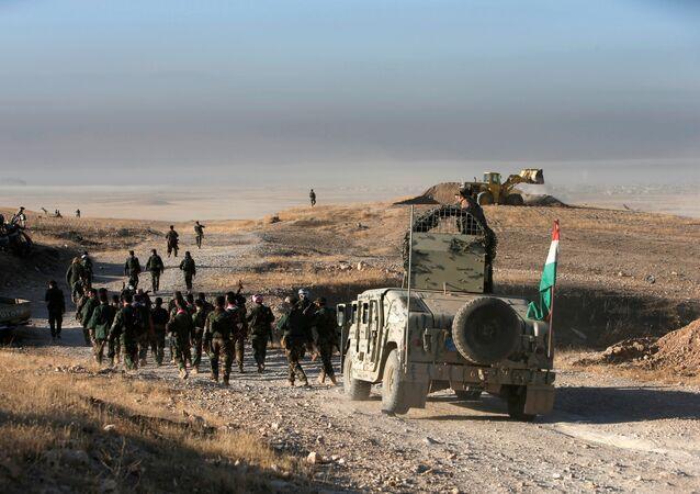 Peshmerga (unidades armadas dos curdos iraquianos) se aproxima a Mossul do leste, em 17 de outubro de 2016