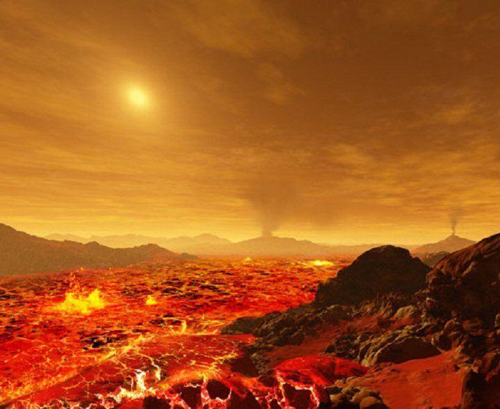 Espessas nuvens de gás escondem a superfície de Vênus, o segundo planeta mais perto do Sol, dos seus raios fortes.