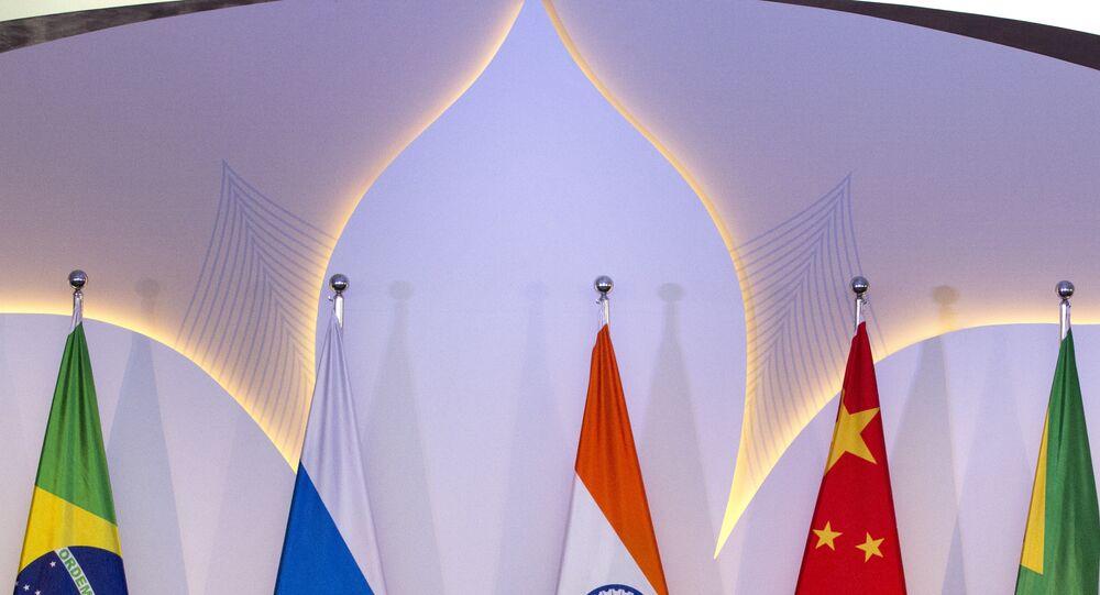 Líderes dos países-membros do BRICS durante a VIII cúpula do grupo em Goa