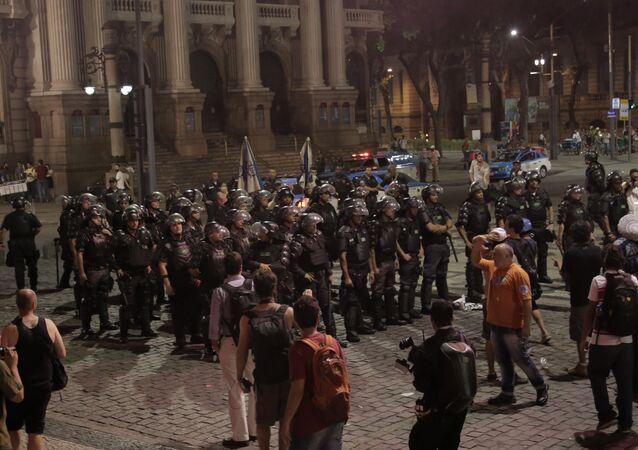Manifestação contra a PEC 241 no Centro do Rio de Janeiro, segunda-feira (17)