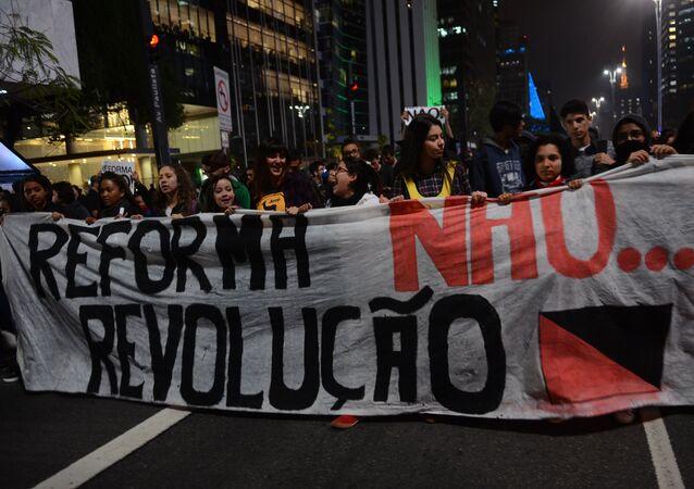 Estudantes protestando contra a reforma do ensino médio em São Paulo (arquivo)