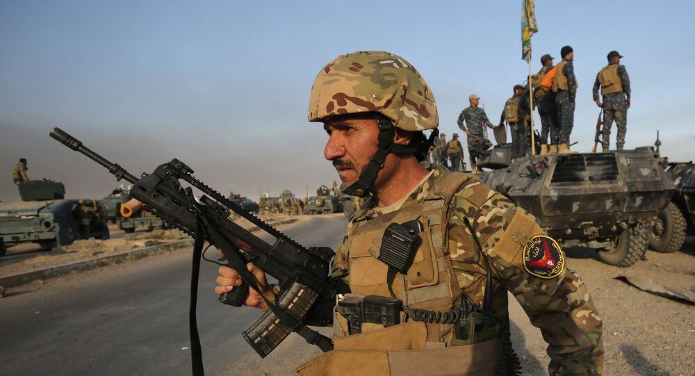 Forças iraquianas na área de al-Shourah, a 45 quilómetros da cidade de Mossul, avançando em direção à cidade, 17 de outubro de 2016