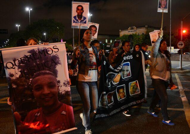 Em São Paulo, ato lembra os 24 anos do massacre de 111 presos no Carandiru