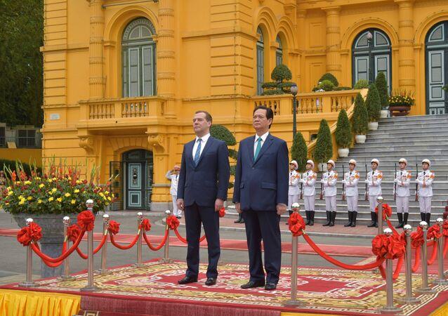 Dmitry Medvedev e Nguen Tan Dung em Hanoi