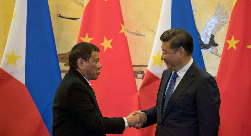 Presidente das Filipinas Rodrigo Duterte e da China Xi Jinping se reunem em Pequim, 20 de outubro de 2016