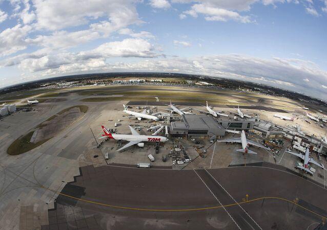 Visão panorâmica do aeroporto de Heathrow, em Londres.