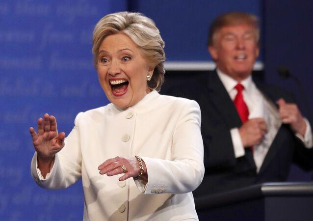 Candidata presidencial democrata  Hillary Clinton com o candidato republicano,  Donald Trump no terceiro e último debate eleitoral em Las Vegas, Nevada , Estados Unidos, 19 de outubro de 2016