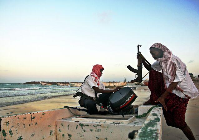 Piratas somalis (foto de arquivo)