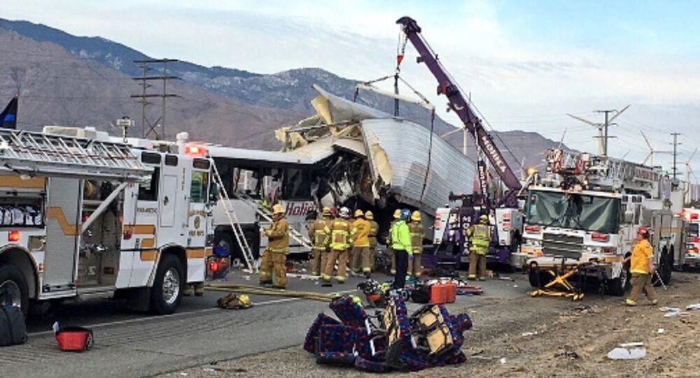 Acidente mata 13 pessoas em estrada na Califórnia