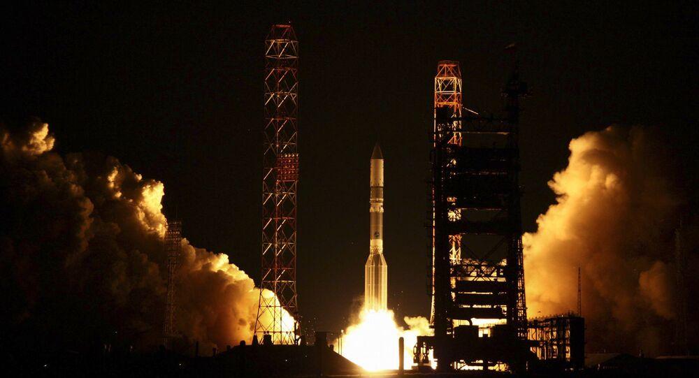 Lançamento de foguete Proton-M transportando o satélite EchoStar XVI a partir do cosmódromo de Baikonur, no Cazaquistão (foto de arquivo)