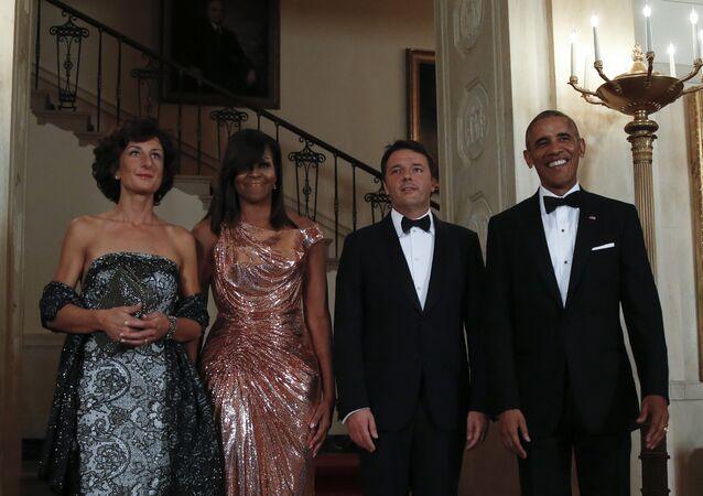 Primeira dama da Itália, Agnese Landini, primeira dama dos EUA, Michelle Obama, primeiro-ministro da Itália, Matteo Renzi e o presidente dos EUA, Barack Obama antes do almoço na Casa Branca, Washington, EUA, 18 de outubro de 2016